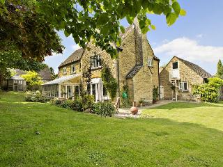 Oddington House, Oddington nr Stow on the Wold. Just 2 mins walk from great pub!