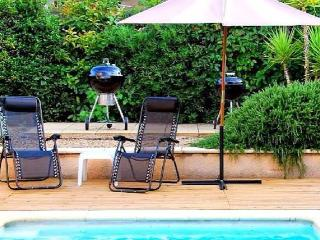 Villa for your holiday to France with private pool sleeps 8, Roujan