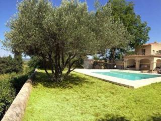Pezenas villa with pool