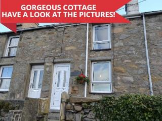 Quarrymans Cottage at Trefor in Snowdonia - 20 mins drive from Morfa Nefyn.