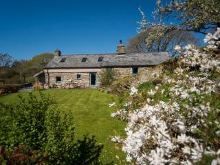 Tyn Llech - Beautiful 5 Star Cottage with Sea Views set on Private Rural Estate