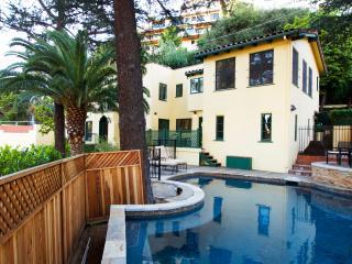 #135 West Hollywood Chateau w Swimming Pool, Los Ángeles