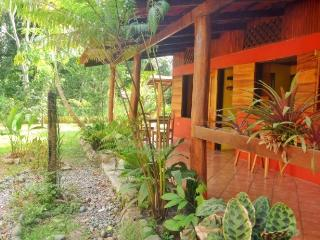 Casa Vida Loca,tropical gem.Close to beach, Puerto Viejo
