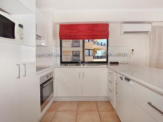 Unit 8, Phoenix Apartments, 1736 David Low Way Coolum Beach, Linen Included, 500 BOND