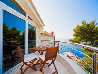 Big Blue Apartments-One-Bed Ap with Side Sea View, Dubrovnik