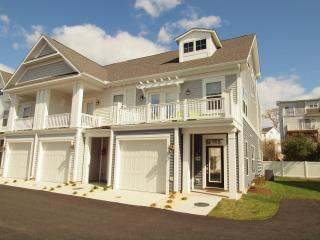 Brand New Townhome on Rehoboth Ave Sleeps 8 w Pool, Rehoboth Beach