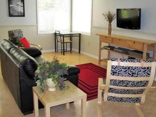 Meusebach Depot / Meusebach Place (Duplex) - Sleeps up to 16 guests!!!