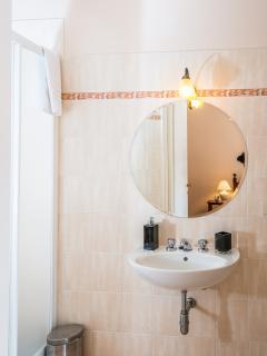 Prviate  en suite bathroom