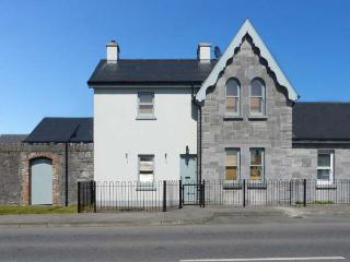 LARTIGUE COTTAGE, semi-detached, en-suite, solid fuel stove, garden, in Listowel
