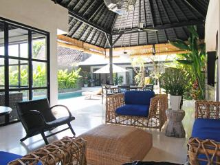 Smart Villa in a great location - 10 meter pool, Canggu