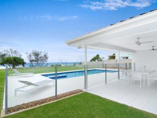 5 Bedroom Beachfront Home - Sentosa at Tugun