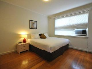 Beach House on Marine - St Kilda Stays