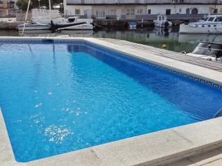 Santa Margarida canals flat with pool, Roses