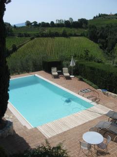 La nostra piscina con vista sulle splendide torri di San Gimignano