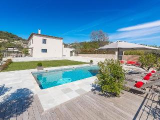 Luxury Contemporary Villa with Panoramic Views, La Colle sur Loup