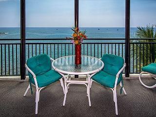 1 bedroom, 2 bath Ocean front Penthouse, great Ocean views, right down town, Kailua-Kona