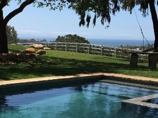 3BR House w/ Pool, Stunning View, Minutes to the Beach, Carpintería