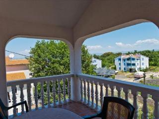 Kati Apartment 1 for 4 with a terrace, Vantacici