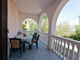 Apartment Kati 4 for 4 with a terrace and AC, Vantacici