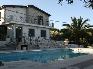 Secluded Villa with Stunning Castle Views, Mussomeli