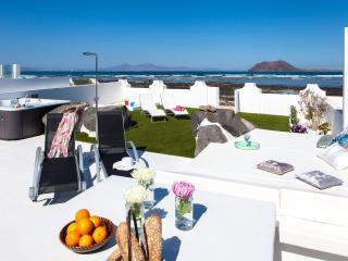 Villa Granada – beachfront with private jacuzzi