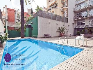 Top apt w/pool for up to 8, Barcelona