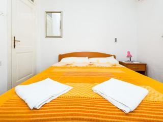 Rooms Kisic - Triple Room with Shared Bathroom