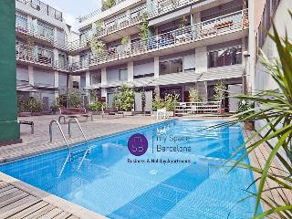 Modern w/ pool for up to 6, Barcelona