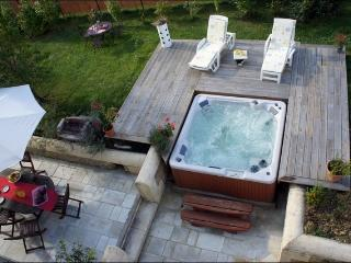 House naturelle  in charente maritime with hot tub