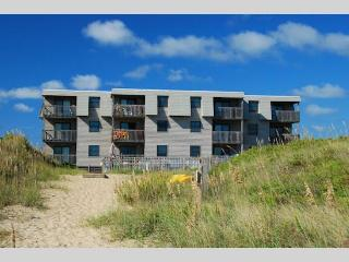 Oceanfront 2 Bedroom Condo in Admirals View III, Kill Devil Hills