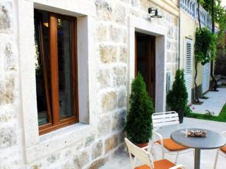Apartments None & Nono-Comfort One-Bedroom Apartment with Terrace, Cavtat