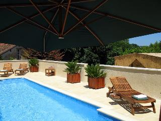 Mayneix Chateau Sleeps 16 with Pool - 5049652