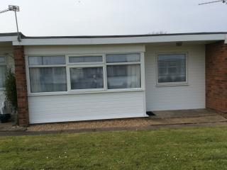 Lovely 2 bedroom chalet on Sunbeach, 4 miles from Great Yarmouth and Hemsby