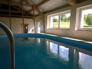 La Bellaziere , piscine interieure privee, chauffee.