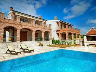 Villa Hedina, Kastelir
