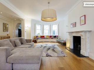 Unique 3 bed family flat, Ladbroke Gardens, Notting hill, London