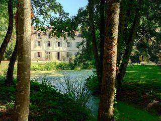 Chateau De Champ Carre immobilier, Levernois
