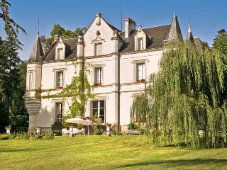 Chateau Saint Jean, Saint-Jean-Saint-Germain