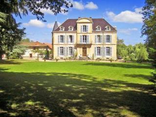 Château Les Bardants et gîte, Saint Bonnet des Quarts