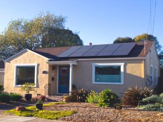 Sally's Garden Cottage, Sleeps 2-6, Walk to Shops, Santa Rosa