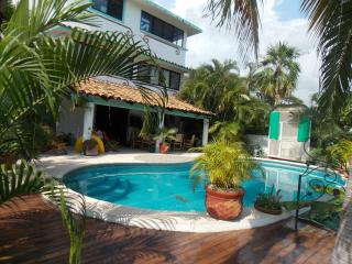 Private House with Ocean Views and Large Pool, Puerto Escondido
