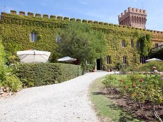 Castle Mago, Castagneto Carducci
