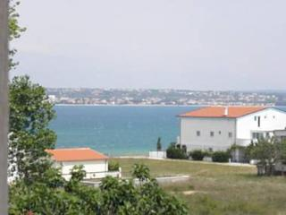 view (house and surroundings)