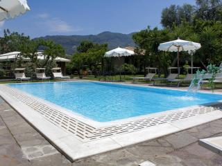 Pretty apartment in complex with pool and garden, Sorrente