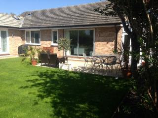 The Dapples, 4 bedroom home, sleeps 7/9 near Epsom and Kingston, South of London