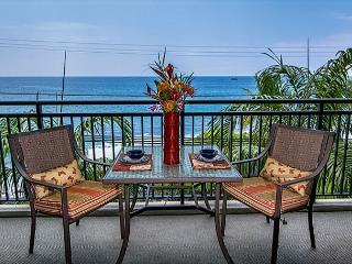 Remodeled 1 bedroom Ocean front condo, right down town, Kailua-Kona