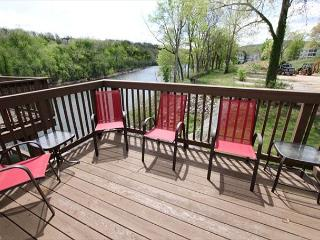 Tuscany on-Taneycomo-Pet Friendly 2 bedroom/2 bath condo on Lake Taneycomo, Branson