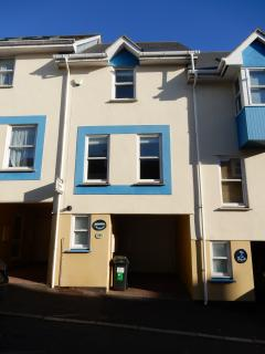 Well presented, 3 bedroom, 2 bathroom townhouse in the heart of Teignmouth
