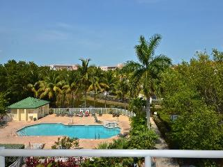 Treat yourself! Amazing condo with pool and hot tub access!, Key West
