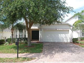 FREE POOL HEAT: 4 bedroom 3 bath Villa in Gate Community with oversize pool!